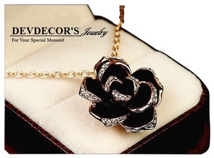 dev decor 18K Rose Gold Plated Black Rose Necklac 18