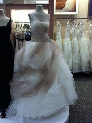 Vera Wang Emilia Wedding Dress On Sale 9 Off Wedding