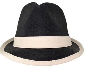 6831fc1e7689d Women s Hats - Up to 70% off at Tradesy