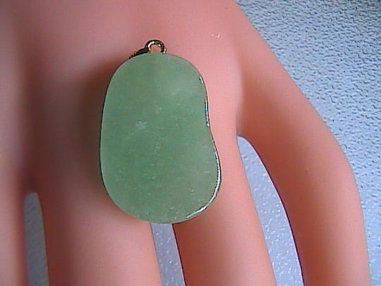 Unknown 14k Solid Yellow Gold Jadeite Jade Shoe Pendant