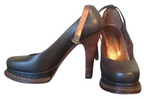 Yves Saint Laurent Brown Pumps