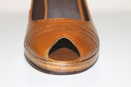 Navid O Nadia TAN Pumps