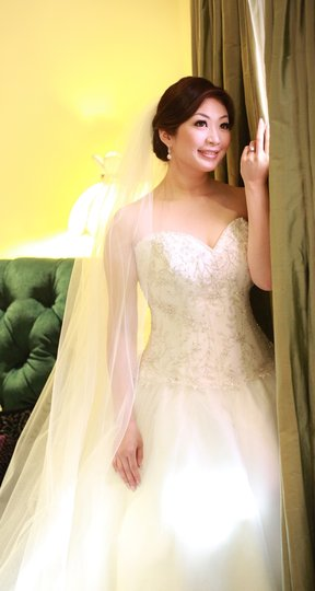 Allure Bridals White Ivory 8865 Feminine Wedding Dress Size 12 (L)