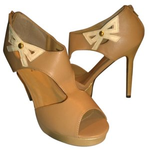 ShoeDazzle Peep Toe Platform Cut-out Nude Pumps