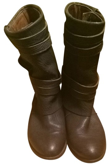Preload https://item5.tradesy.com/images/grey-leather-strappy-bootsbooties-size-us-7-regular-m-b-1153569-0-0.jpg?width=440&height=440