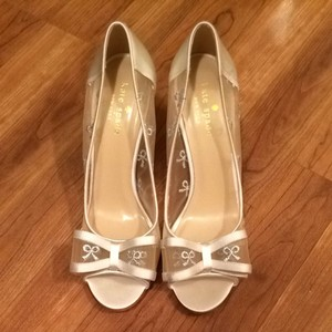 Kate spade wedding shoes on sale up to 90 off at tradesy kate spade silver bow mesh ivory formal size us 7 regular m junglespirit Images