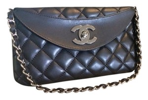 Chanel Vintage Quilted Noir Shoulder Bag