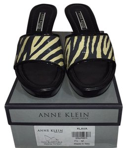 Anne Klein Black and cream Mules