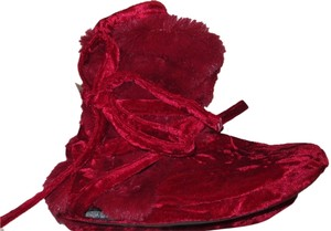 Muk Luks Furry Slipper. Warm And Cozy Bed red Boots