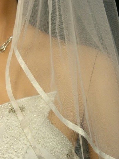 White Medium New++++ 2t In Ribbon Ends Bridal Veil