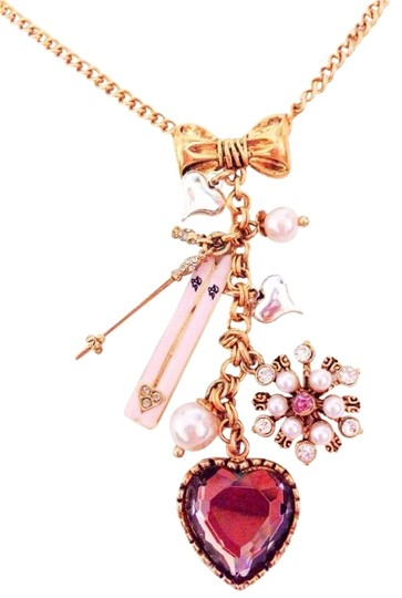 Preload https://item5.tradesy.com/images/betsey-johnson-gold-colored-chain-snow-bunny-ski-snowflake-crystal-heart-charm-necklace-1157814-0-0.jpg?width=440&height=440