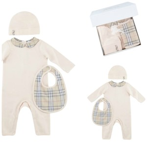 Burberry Baby Girl Set Jumpsuit Hat And Bib 18 Months