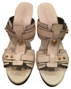 BCBGMAXAZRIA Cream Wedges