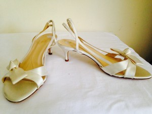 Kate Spade Ivory Satin Sandals Size US 7