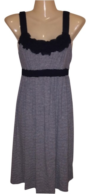 Item - Knee Length Night Out Dress Size 6 (S)