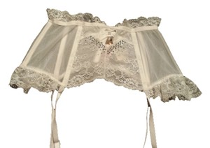 Victoria's Secret vs brand new garter belt size small