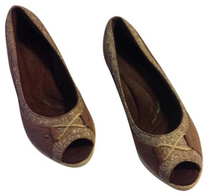 Grasshoppers Brown Wedges