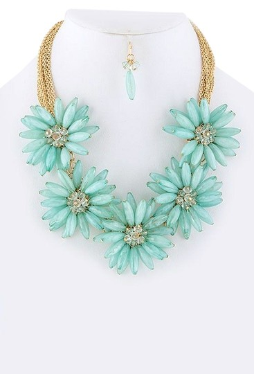 Unknown Chunky Mint Flower Collar Statement Necklace Set