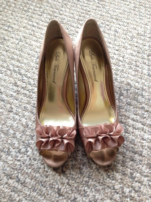 Item - Rose/Champagne Open-toed Satin Heel with Toe Ruffle Wedges Size US 8