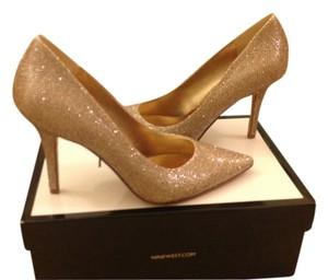 Nine West Size 6 Brand New Gold textured Pumps