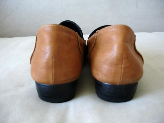 Other Loafer Loafer Menswear-inspired Menswear Inspired camel and black Flats Image 2