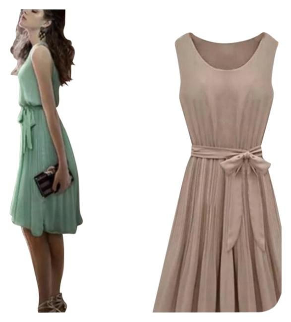 Preload https://img-static.tradesy.com/item/11632768/green-fits-1-2-small-tag-large-fits-medium-best-above-knee-workoffice-dress-size-8-m-0-1-650-650.jpg