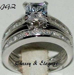 2.0 Ctw Princess Cut Engagement / Bridal Set * Size 7 * Very Classy And Elegant Design * Brand New *