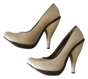 Marni Ultra High beige Pumps
