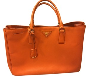 Prada Leather Executive Saffiano Tote in Orange/Papaya