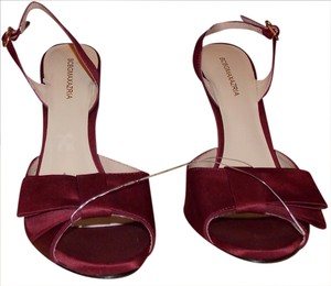 BCBG Max Azria WINE Pumps