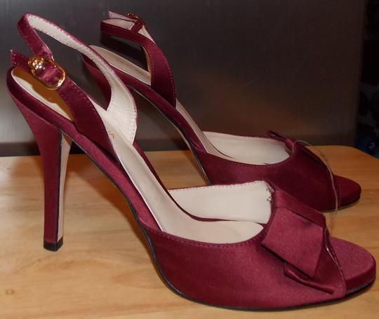 BCBGMAXAZRIA WINE Pumps