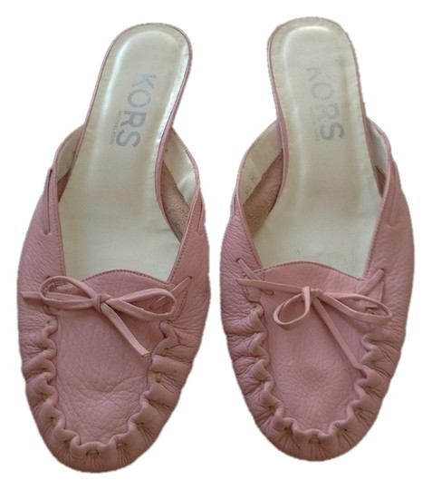 Preload https://item4.tradesy.com/images/michael-kors-pale-pink-closed-toe-slip-ons-with-bow-flats-size-us-95-regular-m-b-1164898-0-0.jpg?width=440&height=440