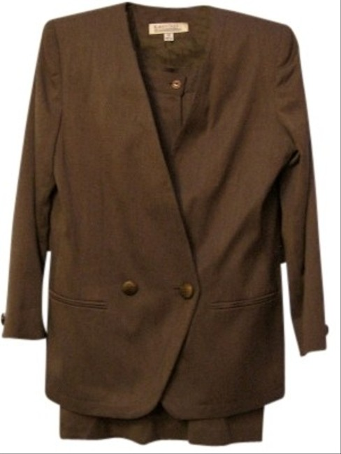 Preload https://item5.tradesy.com/images/karen-scott-brown-all-weather-skirt-suit-size-12-l-116519-0-0.jpg?width=400&height=650