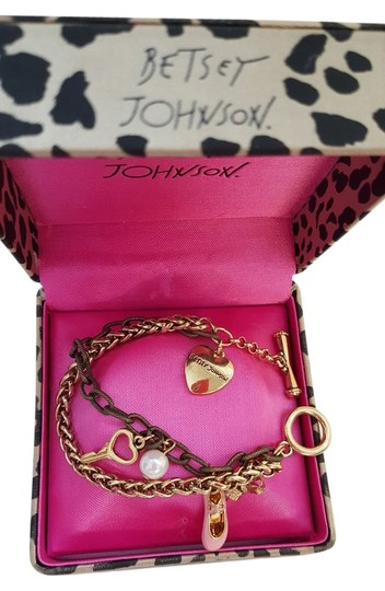 Preload https://img-static.tradesy.com/item/11657122/betsey-johnson-gold-ballerina-bracelet-0-1-540-540.jpg