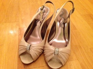 Nina Shoes Champagne Sand Taupe Formal Size US 8
