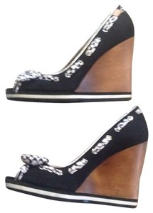 Coach Black with white bow. Wedges