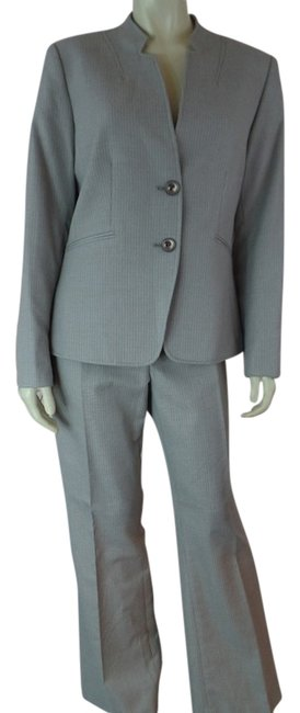 Preload https://img-static.tradesy.com/item/11658499/gray-pinstripe-new-8p-poly-rayon-stretch-blend-pant-suit-size-petite-8-m-0-1-650-650.jpg