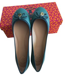 a930046852aa Green Tory Burch Flats - Up to 90% off at Tradesy