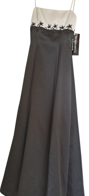 Preload https://img-static.tradesy.com/item/11662021/morgan-and-co-black-and-white-evening-long-formal-dress-size-6-s-0-1-650-650.jpg