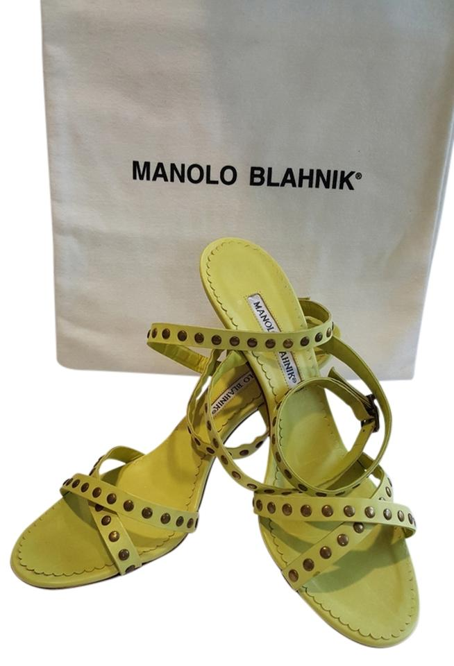 Manolo Blahnik Chartreuse Strappy Studded Fun Gently Gently Gently Worn Sandals e24849