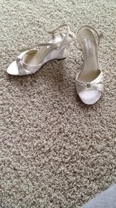 Coloriffics Satin (Between White and Ivory) Size US 7 Regular (M, B)