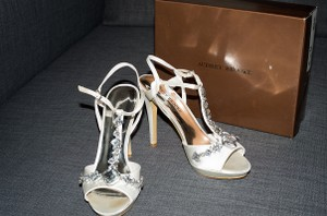 Audrey Brooke White Formal Size US 8.5