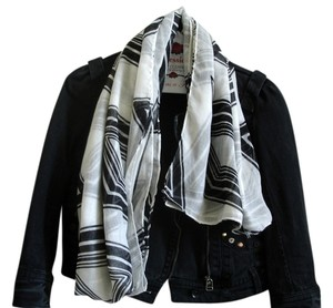 Other black and white scarf