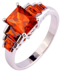9.2.5 beautiful red garnet square stone ring size 7