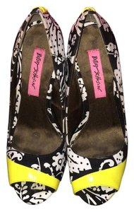 Betsey Johnson Black/white/neon green Pumps
