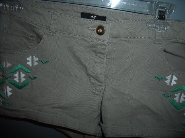 H&M Embroidered Tribal Native Hippie Festival Cuffed Shorts Beige, Green, White, Gold