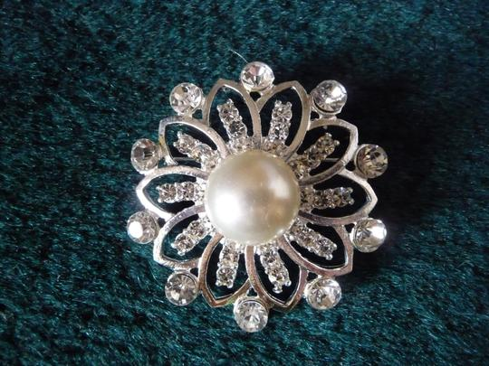 Silver and White Pearl Rhinestone Brooch/Pin