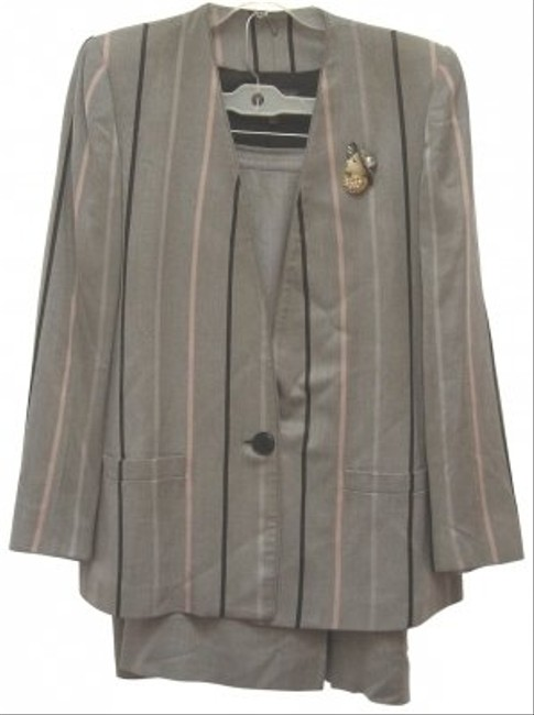 Preload https://img-static.tradesy.com/item/116904/grey-stripedsold-suitsolid-skirt-suit-size-10-m-0-0-650-650.jpg