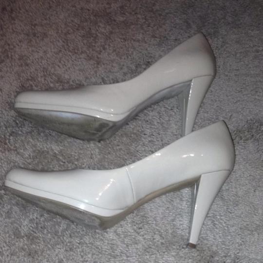 Ellen Tracy Pumps