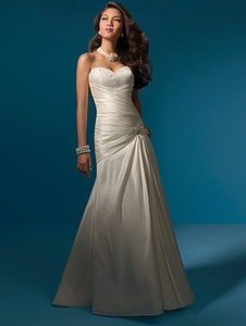 Alfred Angelo 2052 Wedding Dress